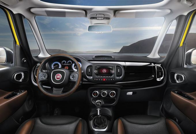 images fiat 500l trekking moniteur automobile. Black Bedroom Furniture Sets. Home Design Ideas
