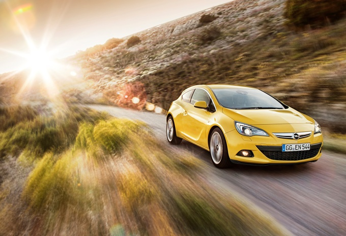 Opel Astra GTC 1.6 SIDI #1