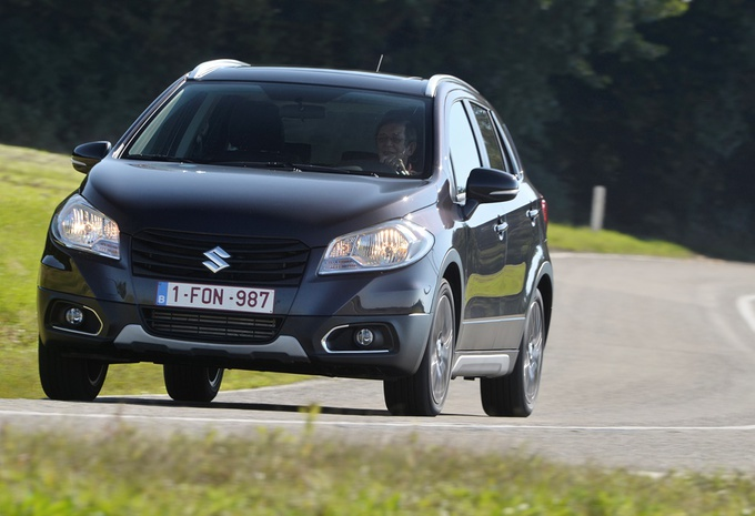 images suzuki sx4 s cross 1 6 ddis moniteur automobile. Black Bedroom Furniture Sets. Home Design Ideas