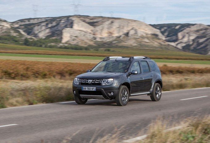images dacia duster moniteur automobile. Black Bedroom Furniture Sets. Home Design Ideas