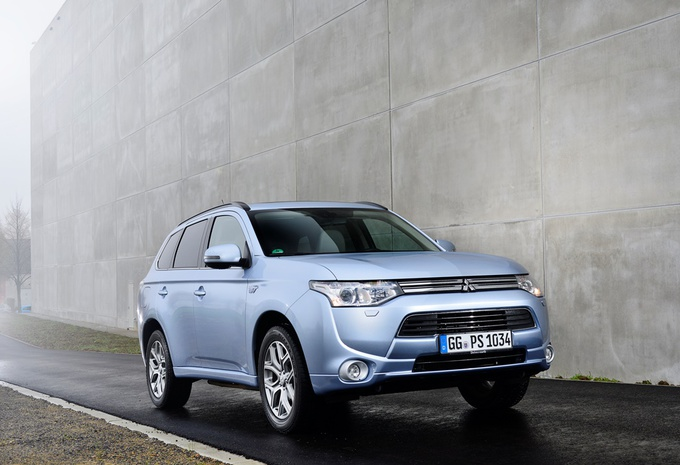 images mitsubishi outlander phev moniteur automobile. Black Bedroom Furniture Sets. Home Design Ideas