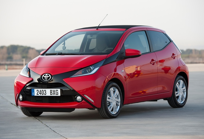 images toyota aygo moniteur automobile. Black Bedroom Furniture Sets. Home Design Ideas