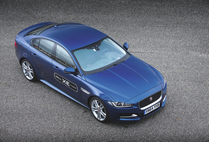 images jaguar xe moniteur automobile. Black Bedroom Furniture Sets. Home Design Ideas