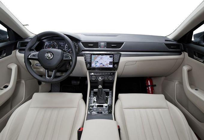 images essai skoda superb 2 0 tdi 150 moniteur automobile. Black Bedroom Furniture Sets. Home Design Ideas