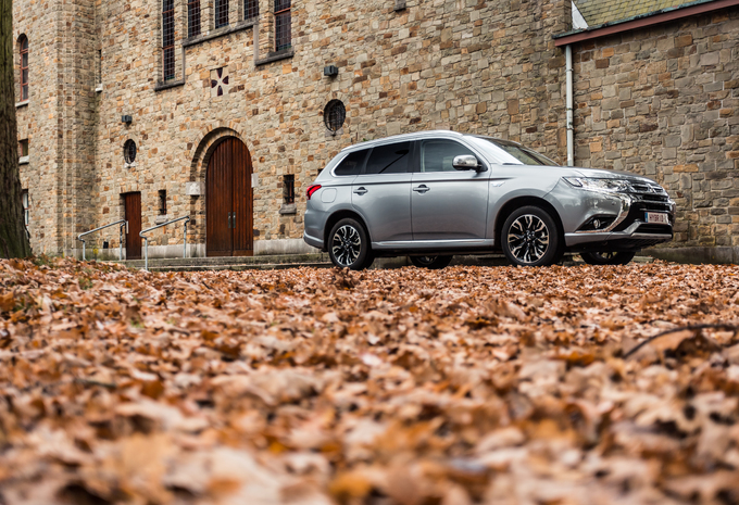 MITSUBISHI OUTLANDER PHEV - Toppers #1