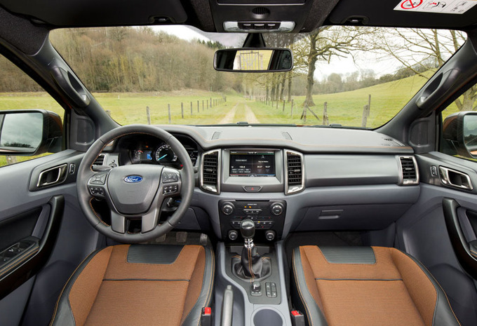 images ford ranger 3 2 tdci 2016 moniteur automobile. Black Bedroom Furniture Sets. Home Design Ideas