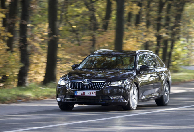 test skoda superb combi 2 0 tdi 150 a 2016 autogids. Black Bedroom Furniture Sets. Home Design Ideas