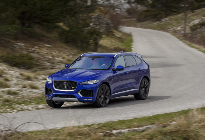 images jaguar f pace 2016 ambitieuse moniteur automobile. Black Bedroom Furniture Sets. Home Design Ideas