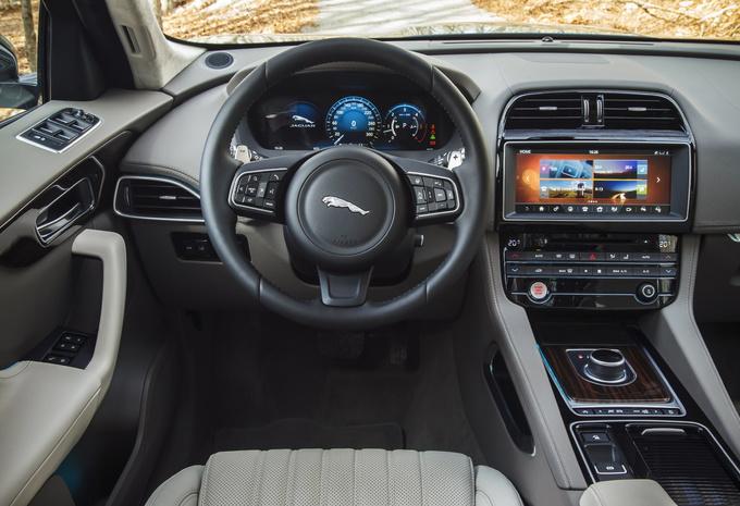 images jaguar f pace 2016 ambitieuse moniteur automobile. Black Bedroom Furniture Sets. Home Design Ideas