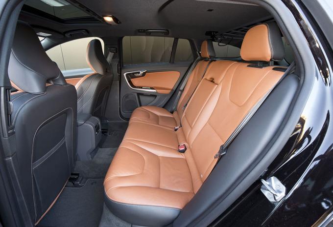images volvo v60 bi fuel 2016 moniteur automobile. Black Bedroom Furniture Sets. Home Design Ideas