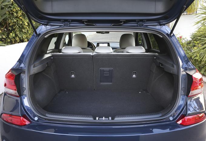 images essai hyundai i30 mod le de synth se moniteur automobile. Black Bedroom Furniture Sets. Home Design Ideas