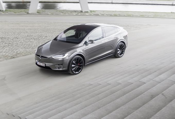 La KU Leuven craque la clé de la Tesla Model X #1