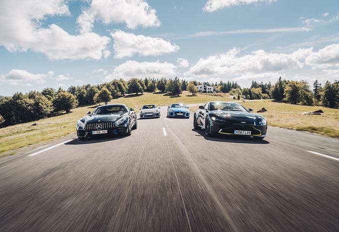Aston Martin Vantage vs 3 sportieve GT's #1