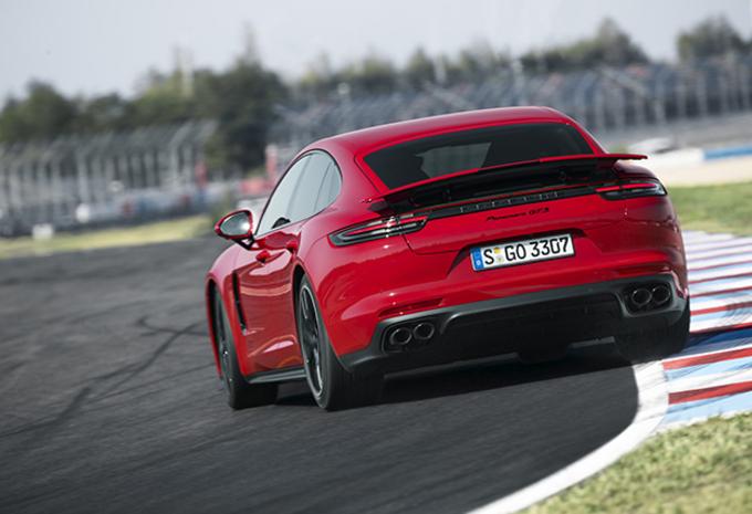 Porsche Panamera GTS (2018) #1