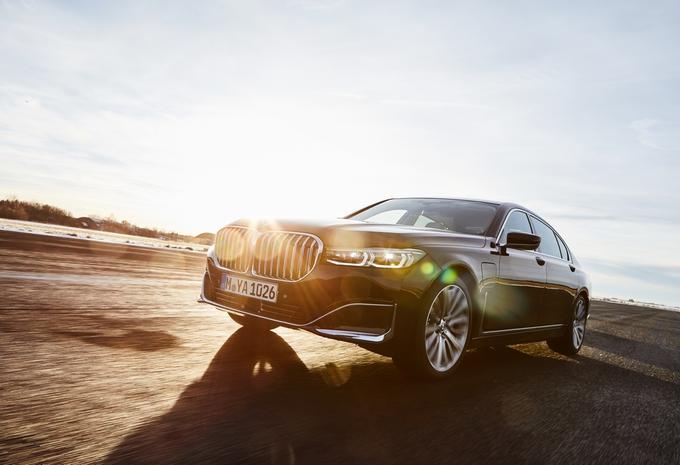 BMW 745e (2019)