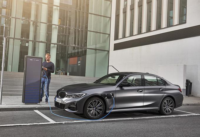 BMW 330e (2019) #1